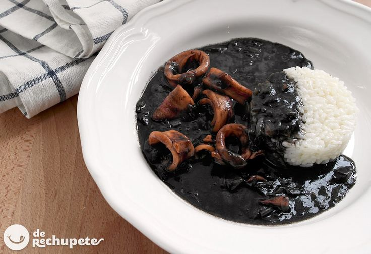 Gran receta familiar, de las de toda la vida: Calamares en su tinta con arroz blanco -  http://www.recetasderechupete.com/calamares-en-su-tinta-con-arroz-blanco/10569/ #derechupete