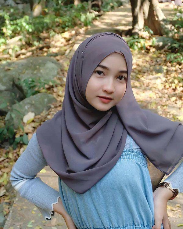 Cewek Hijab Manis Bibir Tipis Indah Jilbab Keren Inspirasi Fashion Hijab Wallpaper Gadis Hijab Chic