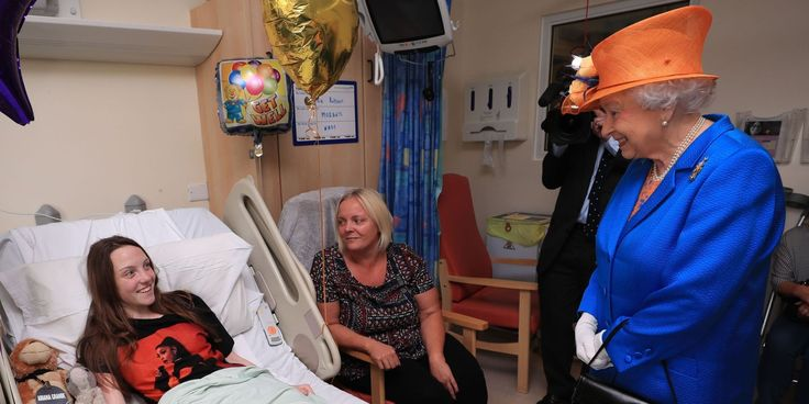 The Queen Visits Young Victims of the Manchester Terror Attack in the Hospital - TownandCountrymag.com