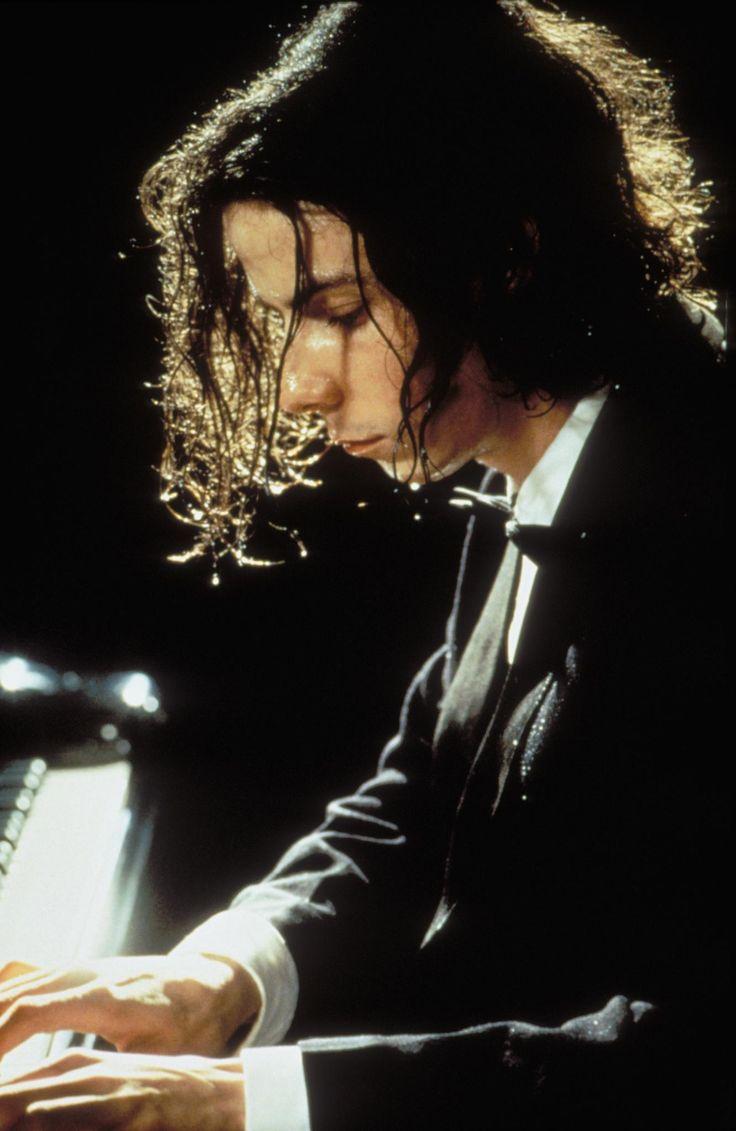 Still of Noah Taylor in Shine (1996) http://www.movpins.com/dHQwMTE3NjMx/shine-(1996)/still-521568256