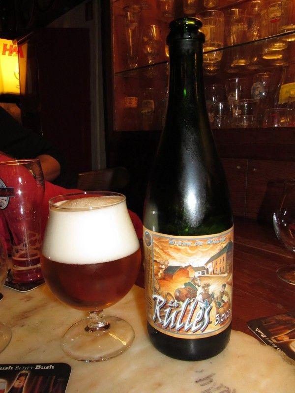 Cerveja La Rulles Blond, estilo Belgian Blond Ale, produzida por Brasserie Artisanale de Rulles, Bélgica. 7% ABV de álcool.