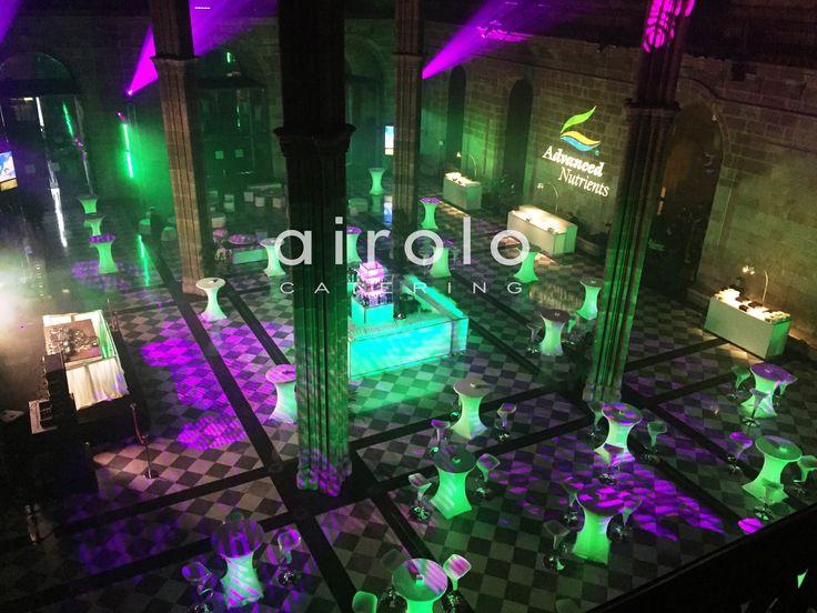 El espectacular Salón de Contrataciones que se conserva desde el periodo medieval, fue el protagonista junto el juego de luces y música a cargo de DJ's internacionales, además de una barra iluminada central con los colores corporativos, el verde y lila. #evento #dj #luces