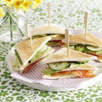 Clubsandwich met gerookte zalm en avocado