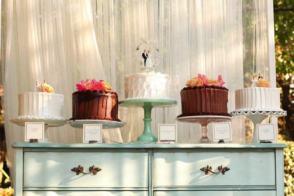 pretty cake display | Kassie Moore #wedding