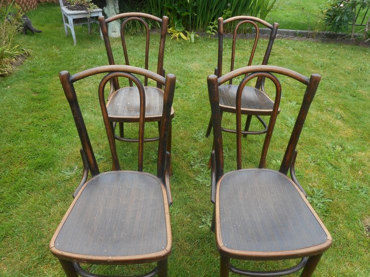 Set of 4 1900-1920s THONET bentwood antique chairs. Ex condition. Located in Tacoma, can bring to Seattle. Accept cash or Paypal.....145.00