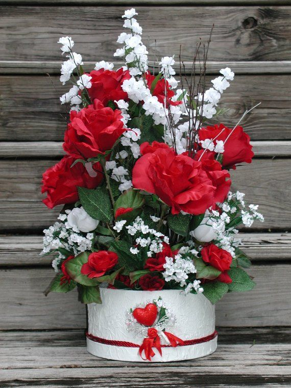 Red Roses Centerpiece Red And White Silk Floral Design Etsy In 2020 Valentines Flowers Red Roses Centerpieces Valentine S Day Flower Arrangements