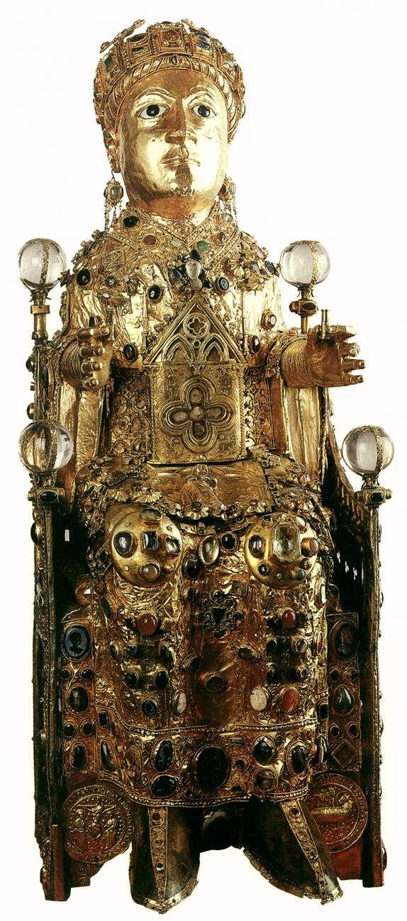 Relicario de Santa Fe (Sainte Foy) S. XI y XII Oro, plata y joyas sobre bastimento de madera (incluye casco y camafeos)