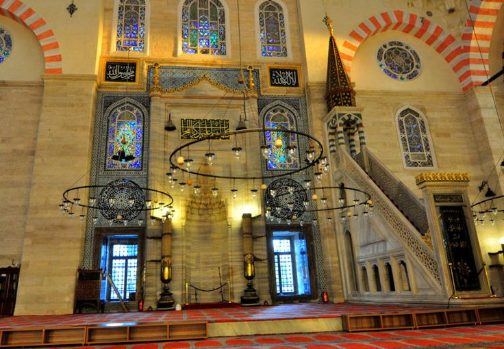 History and structure of the Istanbul's historical mosques and what to see in them.