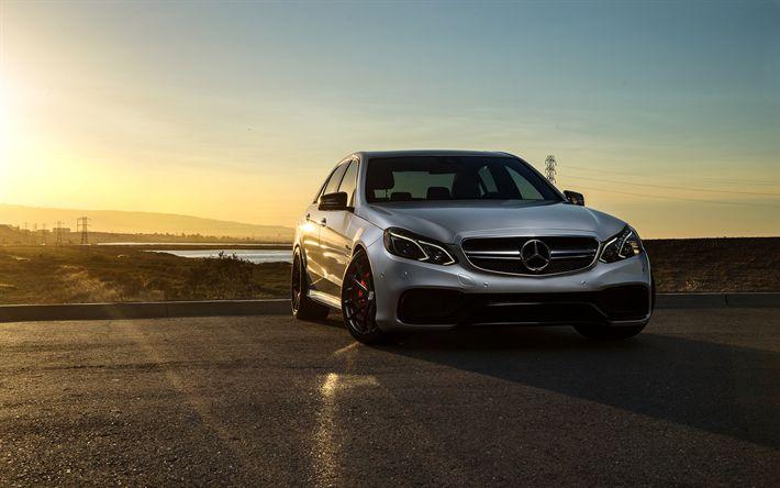 Scarica sfondi Mercedes-Benz E63 AMG, tramonto, 2017 auto, auto tedesche, d'argento e di classe, Mercedes