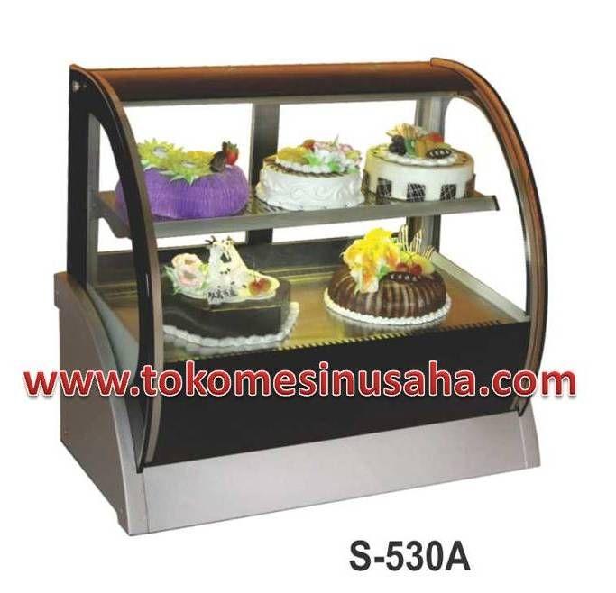 countertop cake showcase adalah rak pendisplay kue yang dapat menghangatkan kue/cake sehingga cake dapat awet. Type : S-530A Dimensi : 90 x 54 x 79 cm Volume : 115 L Power : 420 W Berat : 90 Kg Pendingin : R134A