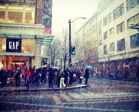 Seattle rain | Notice the lack of umbrellas? A true Washingtonian rarely uses one :-)
