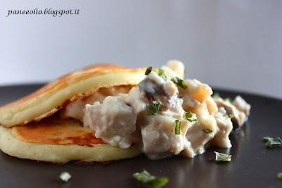 Pancake salati con bocconcini di pollo e funghi