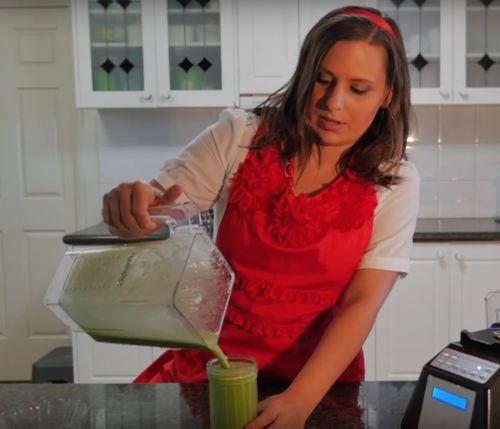 How to Make a #Vegan #Green #Smoothie - #Video + #Recipe https://www.youtube.com/watch?v=mrZ2ILPp1f8