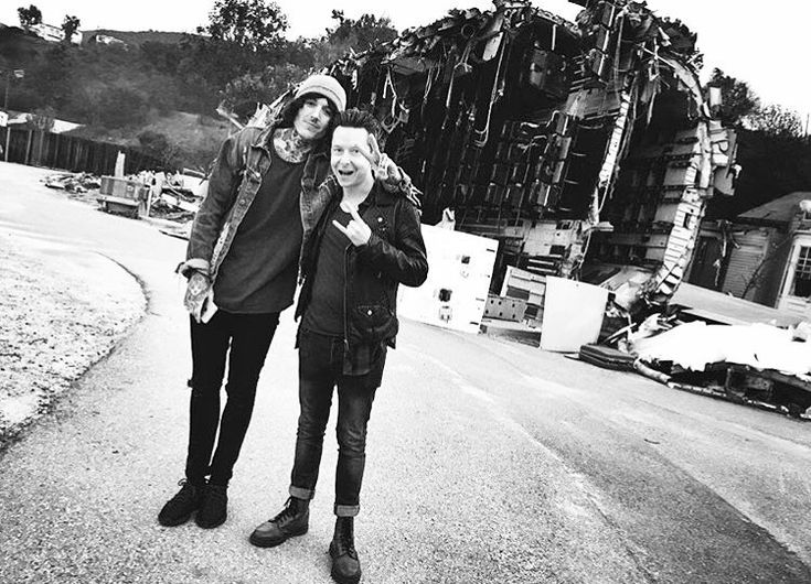 Here's @olobersykes & @frankborin on the set of the Follow You video ☔️
