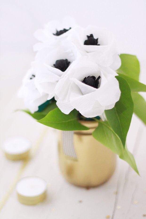 tuto pour faire ces fleurs avec papier de soie blanc et noir - {DIY} Crepe paper flower / Fleurs en papier