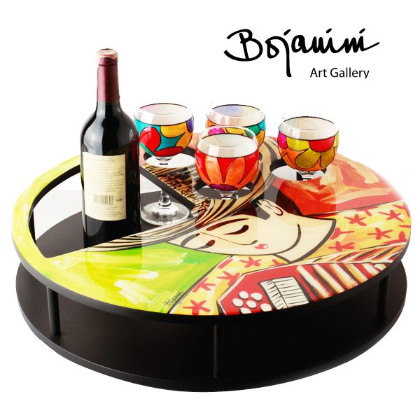 ¡Colores del caribe! Sirve tus bebidas en este mini bar giratorio y agrégale detalles cargados de alegría con estas copas elaboradas en cristal. Todo está pintado a mano. http://www.elretirobogota.com/esp/?dt_portfolio=bojanini-art-gallery