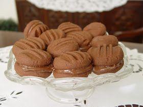 Ağızda eriyen leziz kakaolu kurabiyelerin hem malzemeleri kolay hemde yapması. Kurabiyeleri bir gün önceden hazırlayıp, fındık kremasın...