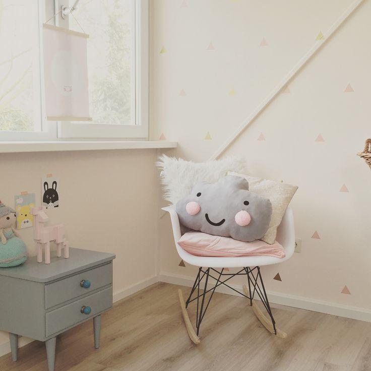 Babykamer meisje, H&M, Ikea, Noodoll, Eames RAR, baby nursery girl, pastel