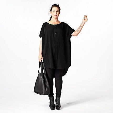 Stijlvol in zwart, combineer een ruime tuniek met een slanke broek voor een stoere, actuele look! #LOOKVANDEDAG