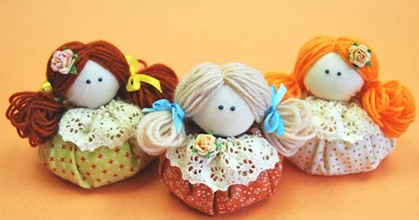 Como muita gente já sabe, as bonecas de pano podem ser confeccionadas com técnicas variadas, e uma delas é o fuxico. Aprenda com a Revista Artesanato e faça sua própria boneca de fuxico!