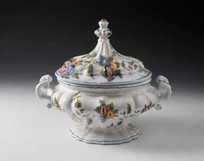 Zuppiera, maiolica, Manifattura Antonibon, Le Nove, Bassano, seconda metà XVIII d.C./ tureen, majolica, Antonibon Manufacture, Le Nove, Bassano, second half of the 18th century, Gorizia, Palazzo Coronini Cronberg, inv. 3289