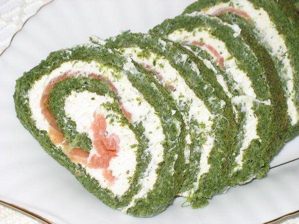 Rolada szpinakowa z wędzonym łososiem - Przepis - Onet Gotowanie