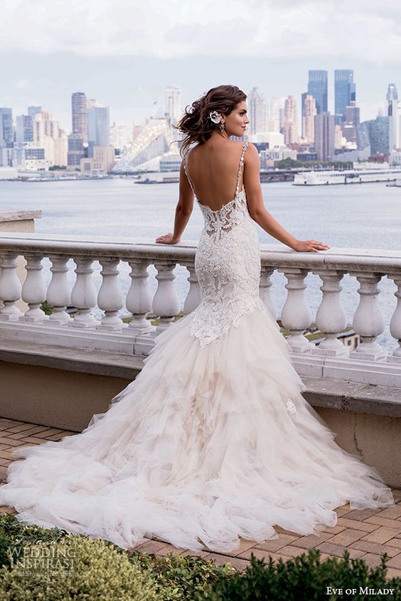 Eve of Milady #couture #bridal fall 2015 beautiful mermaid wedding dress beaded lace bodice tulle skirt sweetheart neckline 4337