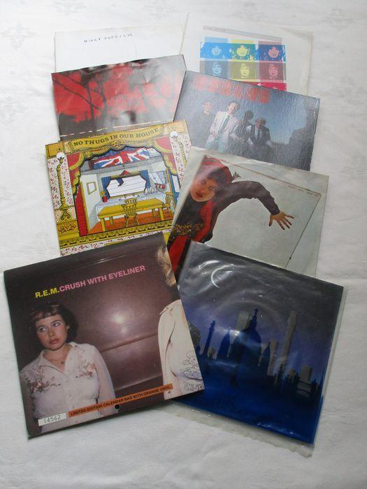 Een heleboel 8 singles 2 van de singles zijn een dubbele één all van de singles New Wave  XTC / torens van Londen een dubbele single / jaar release 1980 / lable Virgin rec nr VS372 / UKLena Lovich / wat zal ik doen zonder dat u een dubbele single / jaar release 1980 / lable Stiff Records nr 69 kopen / UKLena Lovich / zeggen wanneer / lable Stiff Records nr 46 kopen / jaar release 1979 / UKXTC / No misdadigers in ons huis een speciale single toonde door foto / lable Virgin nr VS490 / jaar…