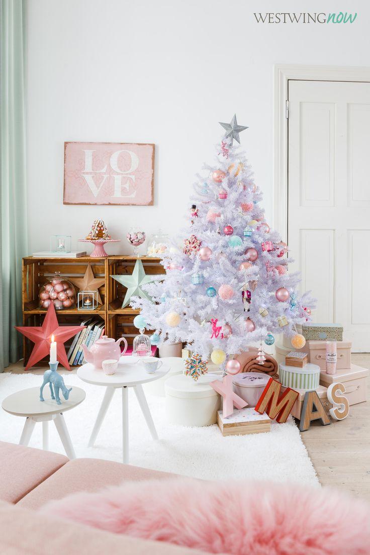 Naschkatzen und Fashionistas werden bei diesem XMas-Look jubeln vor Freude. Denn auf dem schneeweißen Baum tummeln sich Zuckerperlen, Cupcakes und Bonbons.