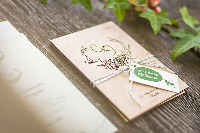 feine papeterie und einladungskarten aus holz von mannikus