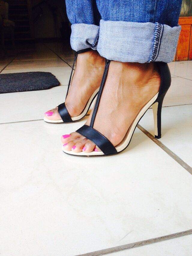 These are a prefect pair of heels, that my sister received from a dear friend. Simple, Chic and elegant