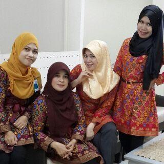 Millena dan merlyn batik blouse muslim