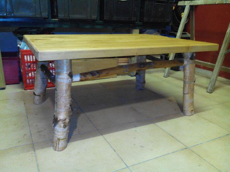 Table de salon pieds en boulot plateau en sapin brossé et huilé