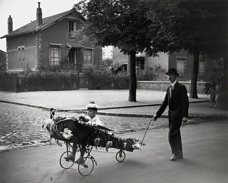 L'Aéroplane de Papa    photo by Robert Doisneau, 1934