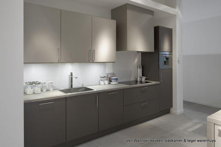 Moderne keuken uit de whuyscollectie van van wanrooij keuken badkamer en tegel warenhuys - Moderne keuken kleur ...