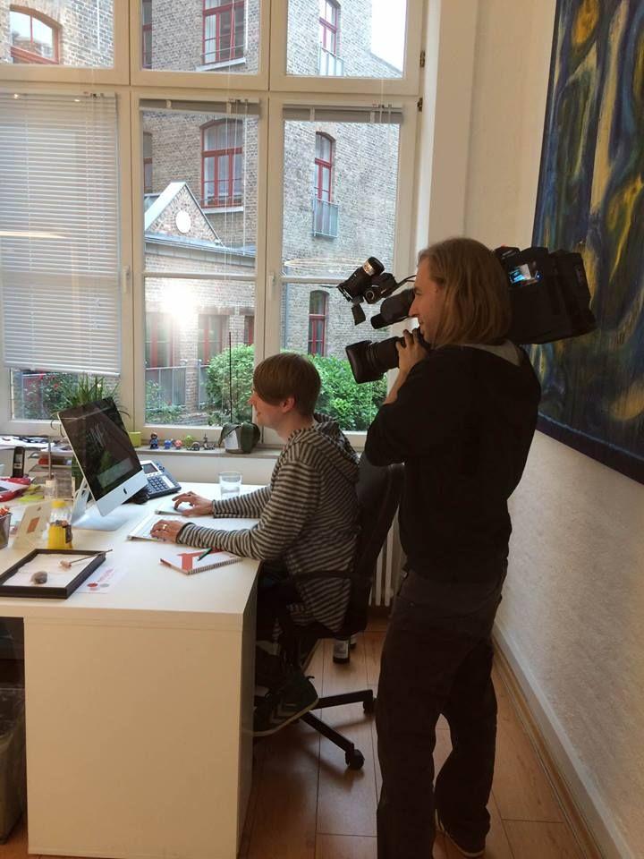 Bayrischer Rundfunk Beitrag: Getarnte Werbung auf YouTube (Ausstrahlung 01.05.2014) http://www.hendrik-unger.de/veroeffentlichungen/