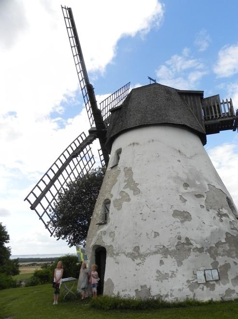 Väderkvarn på Öland #Windmills on Öland, #Sweden http://www.roanokemyhomesweethome.com/