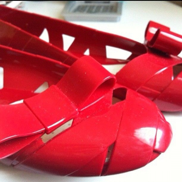 Romantic red - Bow Wow by Moschino for Kartell    Moschino & Kartell Ballerina Thanks to @lucym07 Instagram Profile