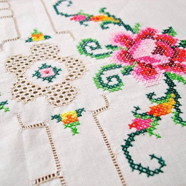 .@Jeska Dzwigalski Dzwigalski Hearne   Vintage cloth (this so reminds me of my grandmothers handiwork)