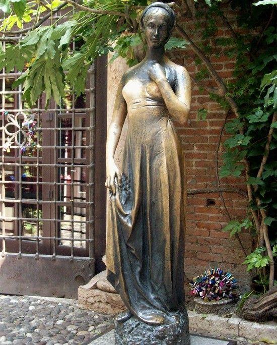 Statue of Juliet at Casa di Giulietta