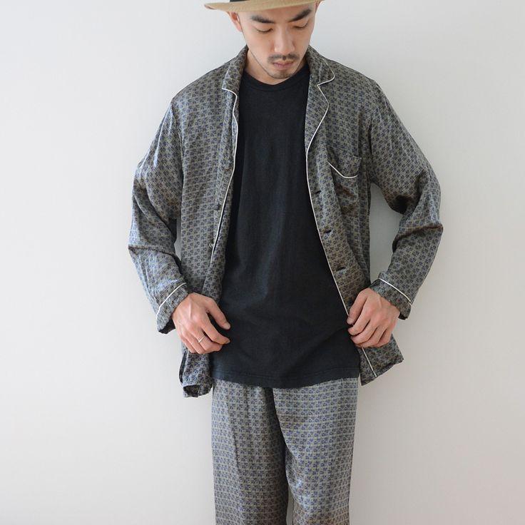 80年代頃のヴィンテージパジャマセットアップ。極上の着心地のシルク素材です。ニルヴァーナのカート・コバーンも愛用していましたし、グランジファッションやピカソ関係お好きな方にもお勧めです。
