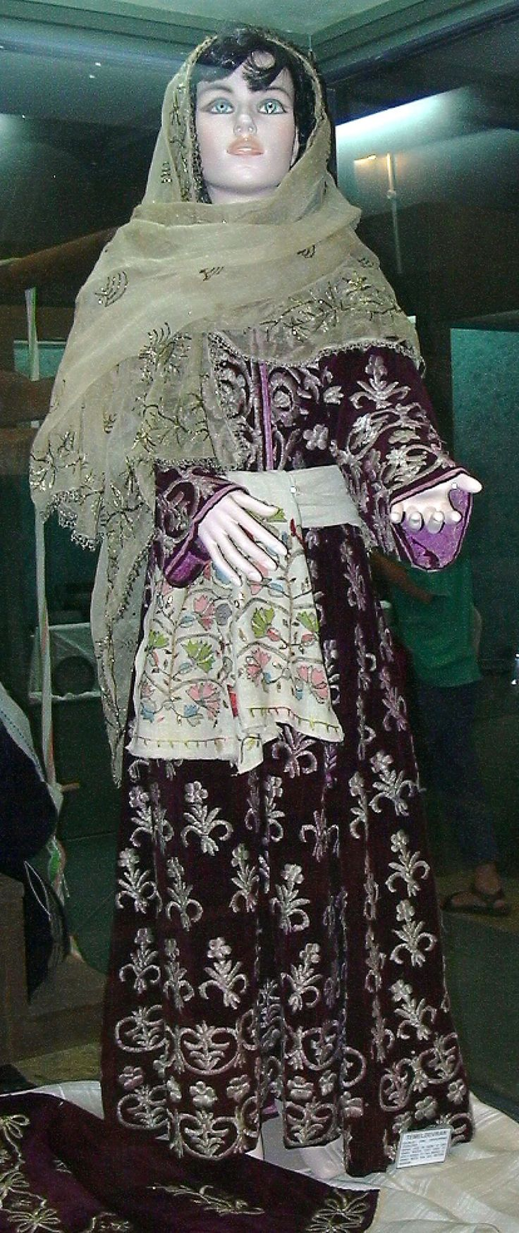 Traditional engagement/festive costume from the Muğla province. Urban style, early 20th cenntury. Type: 'bindallı entari' (embroidered robe). On exhibit (2003) in the Muğla Provincial Museum. (Picture: J.M. Criel – Archives of Kavak/Antwerpen).