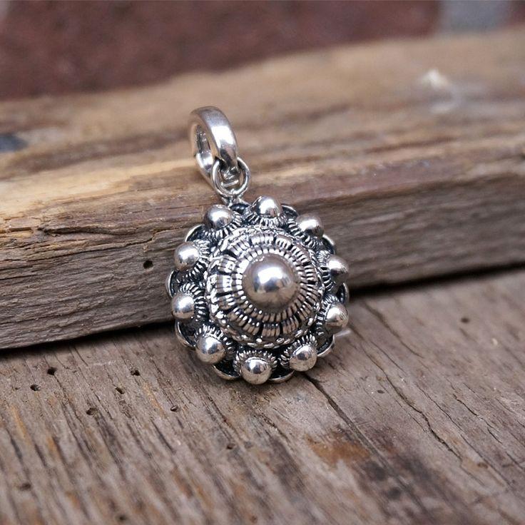 Mooie Zeeuwse Knoop hanger met clip, gemaakt van ECHT zilver. Met een diameter van circa 2,3 mm