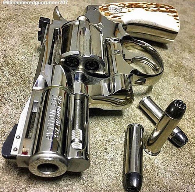 Colt Python .357 Find our speedloader now!  http://www.amazon.com/shops/raeind