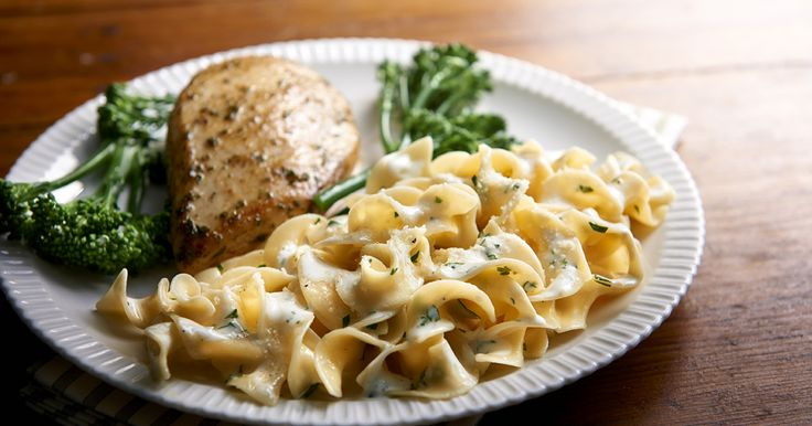 Cheesy Buttered Noodles – Always a family favorite! These delicious, cheesy noodles made with smooth, firm and delicious No Yolks® noodles make the perfect side dish.