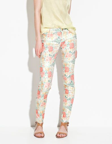 Zara floral pants are so cute: Floral Style, Floral Trousers, Floral Women, Flowers Prints, Jammi, Floral Prints Pants, Elegant Floral, Floral Pants, Floral Jeans