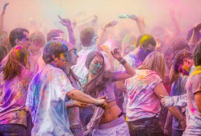 Dance-in-Holi-Festival-Celebration-wallpaper-download