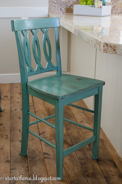 Love this color! I have a chair similar to this that I need to paint. Should I do blue or red?