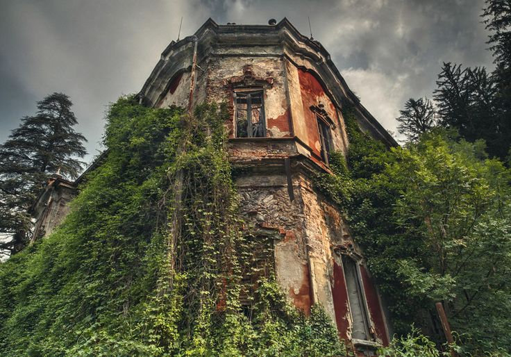 500px / ghost mansion,Villa de Vecchi, 1858 by FeFoPhotography