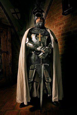 ТЕВТОНСКИЙ ОРДЕН (полное название «Орден тевтонских рыцарей госпиталя св. Марии в Иерусалиме»), известен также как Орден крестоносцев, немецкий духовно-рыцарский орден, учрежденный в 1190 в Акке, где паломники из Любека и Бремена создали госпиталь, вскоре перешедший под патронаж немецкой церкви св. Марии в Иерусалиме.